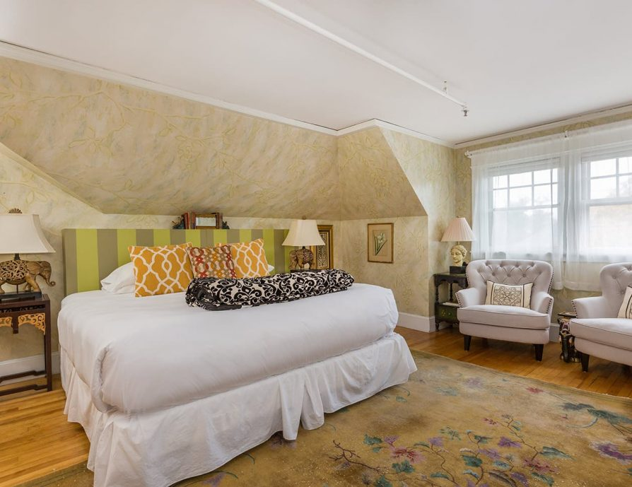 Barbour Room bed - places to stay in Portland, ME